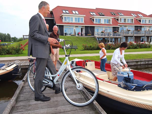 Friesland is internationaal zeer concurrerend met boot- en fietsvakanties, daarom zet het bureau voor toerisme Friesland Holland zwaar in op Duitsland en België.