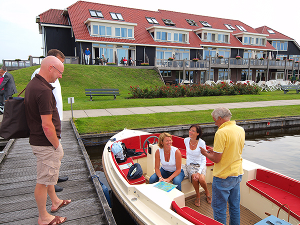 Onder de naam FH Hotels promoot het bureau voor toerisme Friesland Holland Friese hotels, pensions en bed and breakfasts.